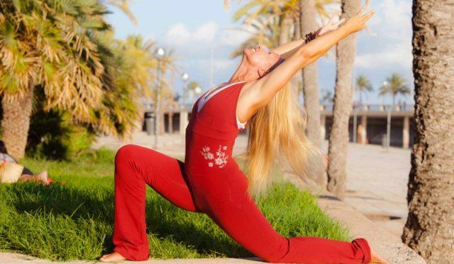 Praticar Yoga com macacão de Yoga